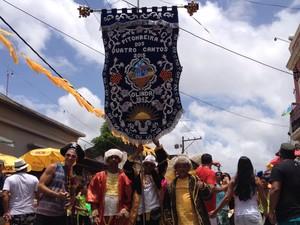 Pitombeira dos Quatro Cantos se encaminha para a sede do bloco após desfile nas ruas do Sítio Histórico de Olinda. (Foto: Marina Barbosa/G1)