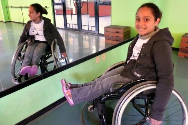 Thaís Silveira Guterres é aluna da Escola Paraolímpica Gaúcha (Foto: Gabriela Haas/RBS TV)