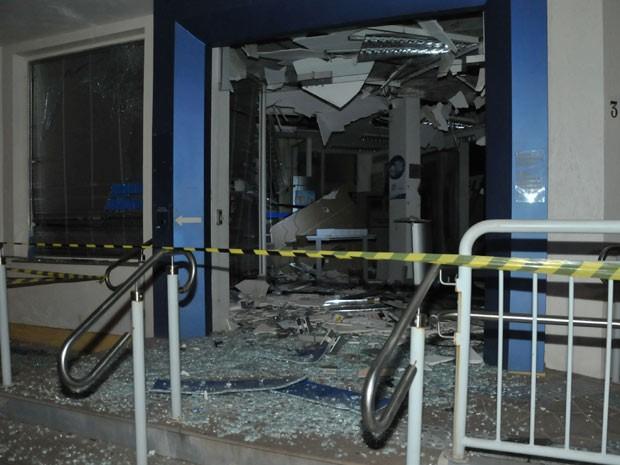 Explosivos causaram destruição na ação dos assaltantes (Foto: Divulgação/Brigada Militar)