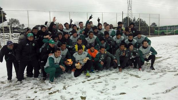 Time do Juventude treina com neve em Caxias do Sul (Foto: Cleber Willian Fernandes / Juventude, DVG)