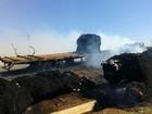 Duas carretas com milho e algodão se chocam e pegam fogo em MT