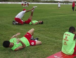 Atletas que realizaram jogo-treino no domingo fazem treinamento regenerativo no América-RN (Foto: Klênyo Galvão)