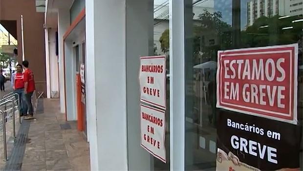 Greve bancos (Foto: Reprodução/ RPC TV)
