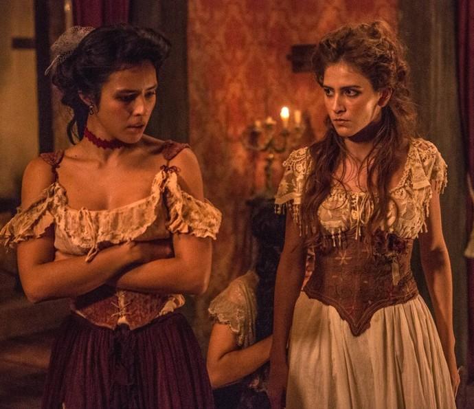 Mimi e Gironda brigam no bordel de Virgínia (Foto: Felipe Monteiro/TV Globo)