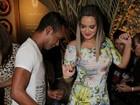 Geisy Arruda usa vestido curtinho e mostra rebolado em festa