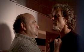 Mais um na lista: Serjão, sequestrador de Carminha, ameaça Max de morte