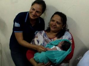 Bebê sobreviveu em saco de lixo em Itaitinga, no Ceará (Foto: TV Verdes Mares/Reprodução)