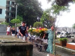 Enterro de Leandro Monteiro da Silva foi realizado em São Vicente, SP (Foto: Anna Gabriela Ribeiro/G1)