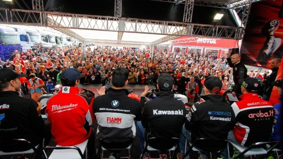 BLOG: Mundial de Superbike - 10ª etapa, Lausitzring, Alemanha - Davies vence no sábado e Rea, que caiu, vence na véspera, no domingo sob chuva. Sofuoglu domina na WSS e Mercado faz o mesmo na STK 1000 para retomar o comando do campeonato...