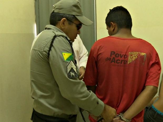 Suspeito está preso na Delegacia de Flagrantes de Rio Branco (Foto: Reprodução Rede Amazônica Acre)