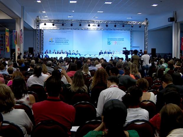 Congresso internacional discute tratamento e prevenção ao uso de drogas, em Campinas (Foto: Reprodução / EPTV)