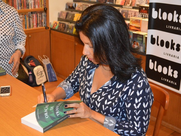 Christina Vital da Cunha no lançamento do livro Oração de Traficante (Foto: Divulgação)
