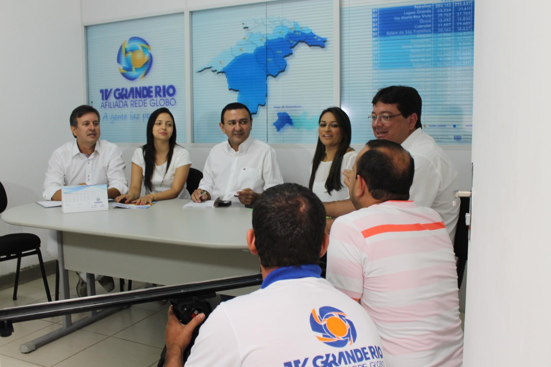 A equipe comercial não demorou a gravar uma mensagem para os telespcadores (Foto: Gabriela Canário)