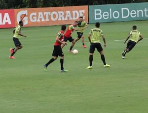 Jogadores e comissão técnica do Atlético-MG disputam o tradicional Rachão (Foto: Léo Simonini)