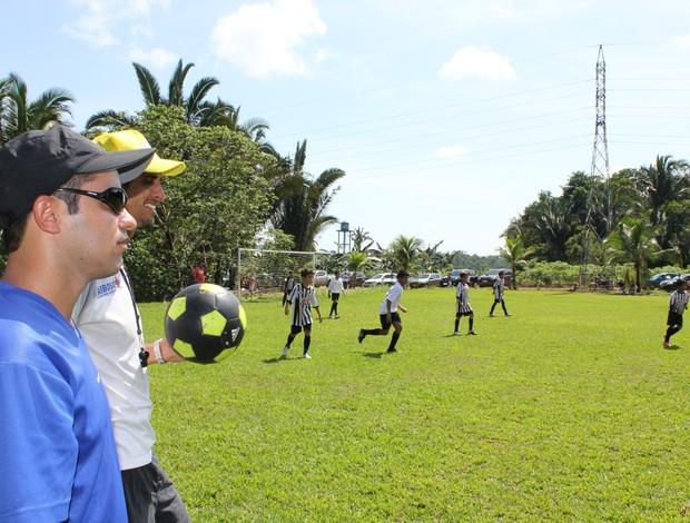 Welington também avalia jogadores do Santos para outros clubes (Foto: Larissa Vieira/GLOBOESPORTE.COM)