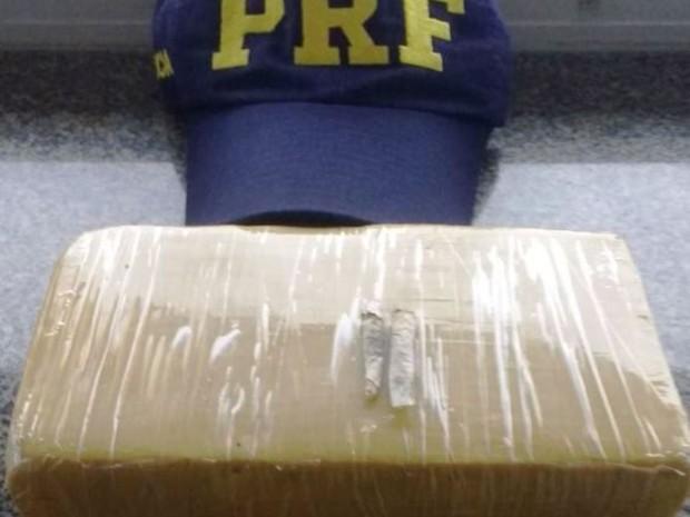 Droga estava em veículo envolvido em acidente (Foto: PRF/Divulgação)