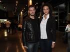 Débora Nascimento vai com o namorado a show de Gal Costa