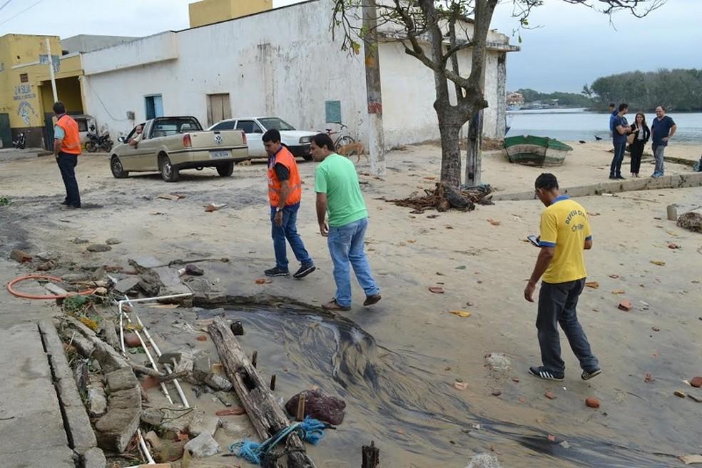 Defesa Civil de São João da Barra, RJ, desenvolve ações para conter o avanço do mar na praia de Atafona (Foto: Ascom São João da Barra/Divulgação)