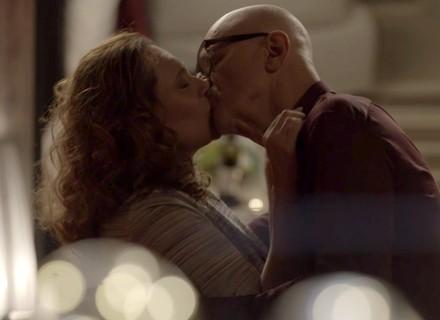 Pedrinho e Arlete têm sua primeira noite de amor