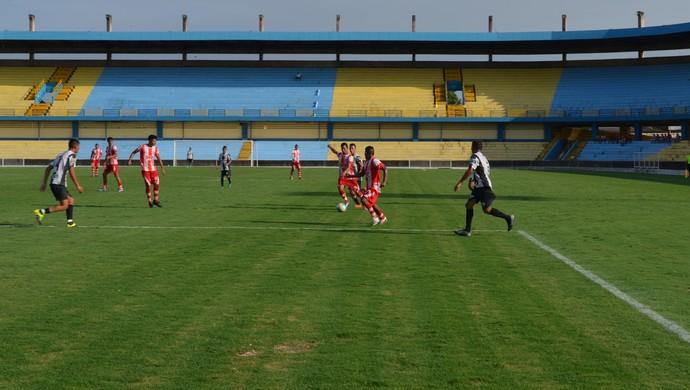 Confronto foi realizado no estádio Colosso do Tapajós (Foto: Michael Douglas/GloboEsporte.com)