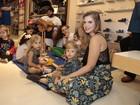 Carolinie Figueiredo e mais famosos levam filhos a evento no Rio