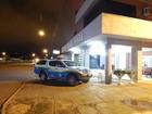Dupla rouba família, leva carro e assalta um hotel em Vilhena, RO
