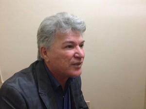 Deputado Eider Pena alega que não houve audiências públicas para consulta da população (Foto: Abinoan Santiago/G1)