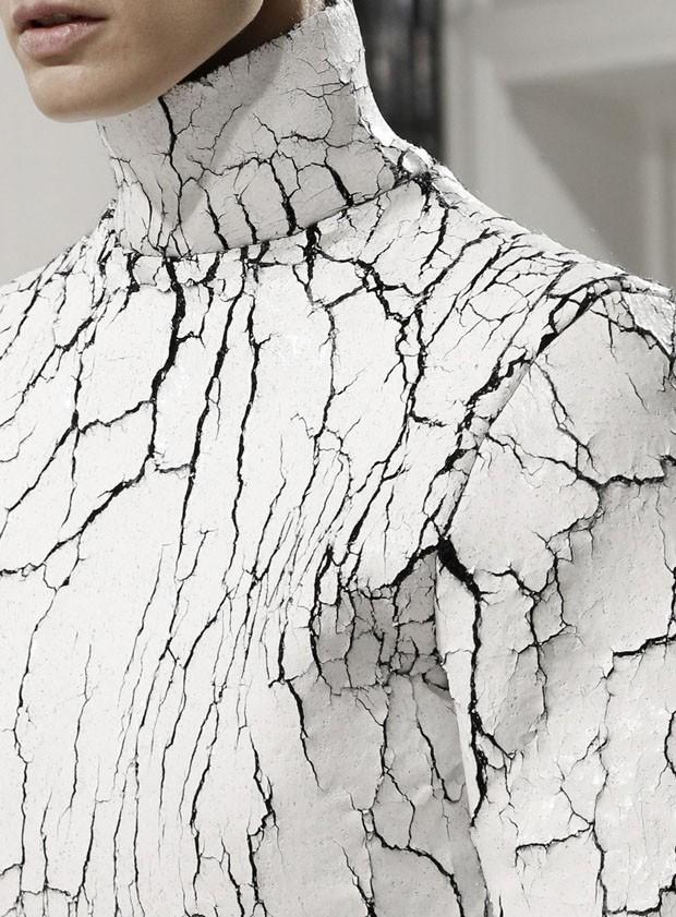 Isabela Giobbi: a elegância do mármore em preto e branco (Foto: Balenciaga/Reprodução)