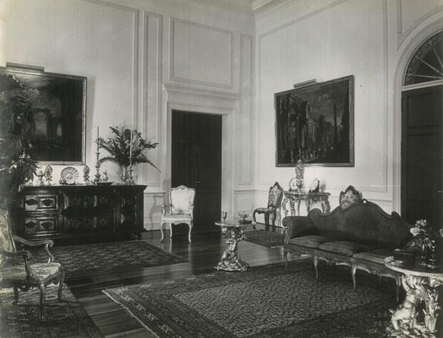 Sala de estar do Solar, atualmente sala principal de exposição temporária (Foto: Acervo Fundação Crespi Prado)