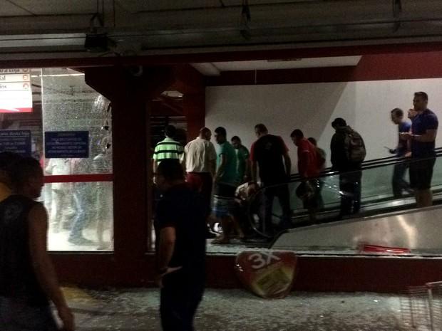 Tiroteio aconteceu dentro do estacionamento de um supermercado (Foto: Divulgação/Polícia Militar do RN)