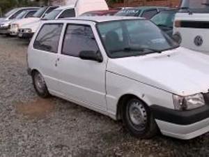 Carro usado por suspeito para fugir foi encontrado abandonado (Foto: Reprodução/RBS TV)