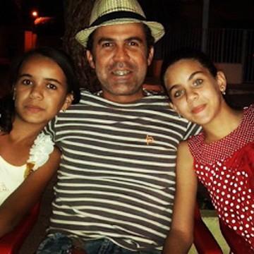 Samuel posa com as filhas (Foto: Arquivo Pessoal)