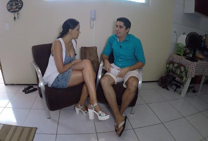 Almir Gadelha recebe Niara Meireles em casa. (Foto: Se Liga VM)