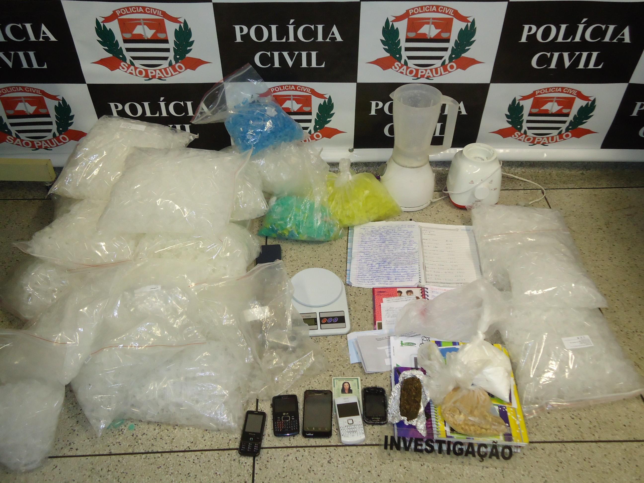 Materiais foram apreendidos na casa de um suspeito de tráfico de drogas. (Foto: Divulgação / Polícia Civil de Boituva)