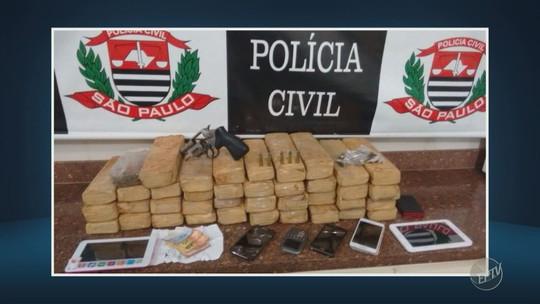 Após denúncia, trio é preso com 39 tijolos de maconha em casa de Limeira