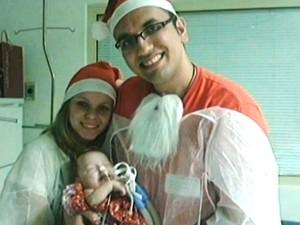 Pais se revezam no hospital com a menina (Foto: Reprodução RBS TV)