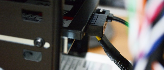 Antes de fechar o gabinete é necessário verificar se os cabos não estão em contato com ventoinhas (Foto: Reprodução/Adriano Hamaguchi)