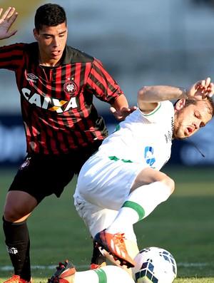 Lucas Olaza jogo Atlético-PR x Chapecoense (Foto: Getty Images)