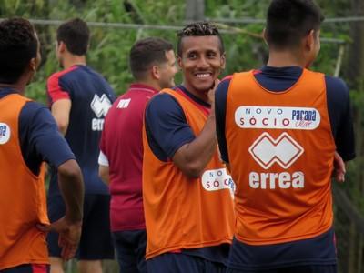 Meia Valber Paraná Clube (Foto: Fernando Freire)