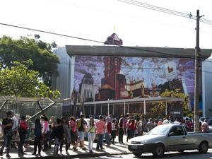 Fila para a mostra 'Castelo Rá Tim Bum' (Foto: Foto: Dario Oliveira/Estadão Conteúdo)