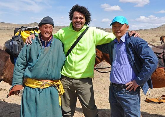 Danilo e os vendedores dos dois cavalos em Bayankhongor, após a conclusão do acordo (Foto: © Danilo Perrotti)