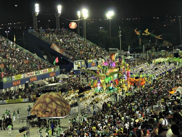Desfile das escolas de samba no Sambódromo de Manaus (Foto: Ive Rylo/G1 AM)