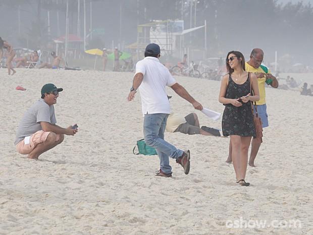 Bruna se diverte antes de começar a gravar (Foto: Fábio Rocha/TV Globo)