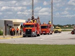 Hulk foi levado por um carro do Corpo de Bombeiros (Foto:  Renata Vasconcellos / Globoesporte.com/pb)