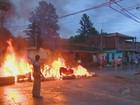 Moradores fazem protesto e queimam móveis perdidos após alagamentos