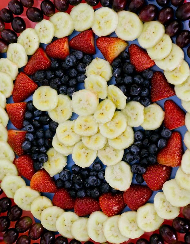 Escudo do Capito Amrica feito de frutas.  (Foto: Elisa Mendes)