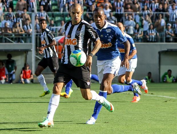 Diego Tardelli e Dedé Atlético-mG x Cruzeiro (Foto: Bruno Cantini / Flickr do Atlético-MG)