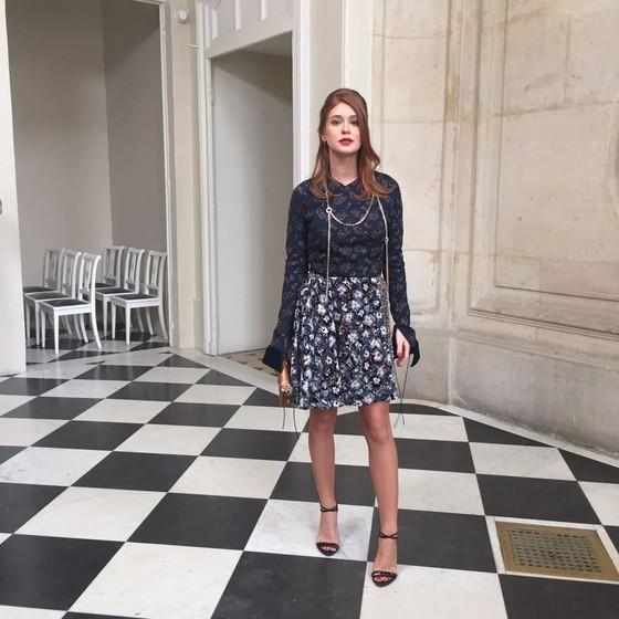 Marina Ruy Barbosa faz sucesso em Paris vestindo um modelo de alta costura da Dior (Foto: Bruno Astuto)