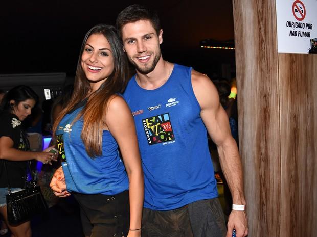 Mari Gonzalez e ex-BBB Jonas em camarote em Salvador, na Bahia (Foto: Caio Duran e Charles Naseh/  Divulgação)