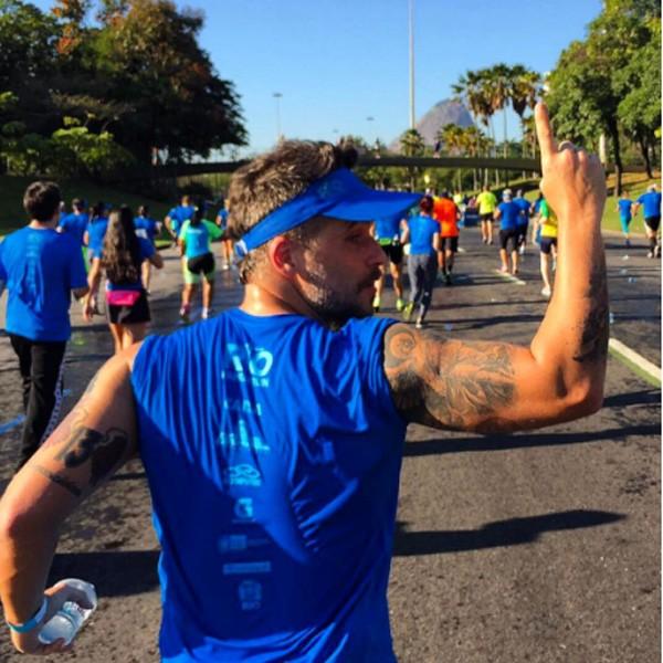 Bruno Gagliasso comemora a participação em maratona (Foto: Reprodução Instagram)